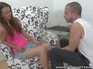Les filles russes Inga xxl film porno et Alisa adorent le sexe à trois avec un mec sexy